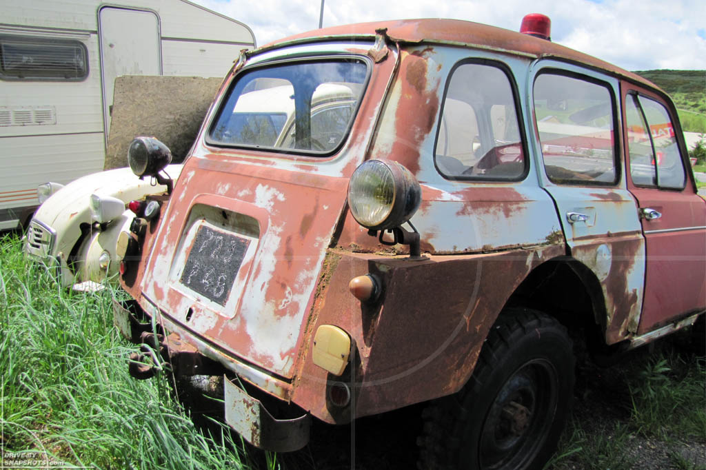 Jeep / Renault 4 Conversion | Drive-by Snapshots by Sebastian Motsch (2010)