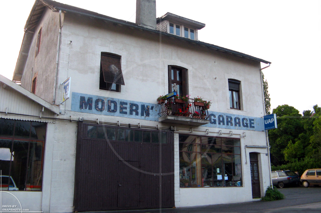 Modern Garage France   Drive-by Snapshots by Sebastian Motsch (2009)
