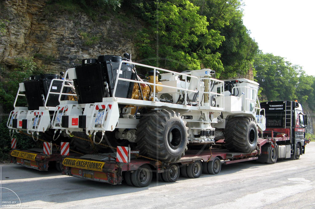 Mercedes-Benz Actros Convoi Exceptionnel | Drive-by Snapshots by Sebastian Motsch (2007)