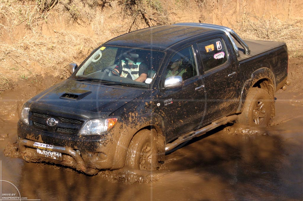 Toyota Hilux Double Cab 4x4   Drive-by Snapshots by Sebastian Motsch (2007)