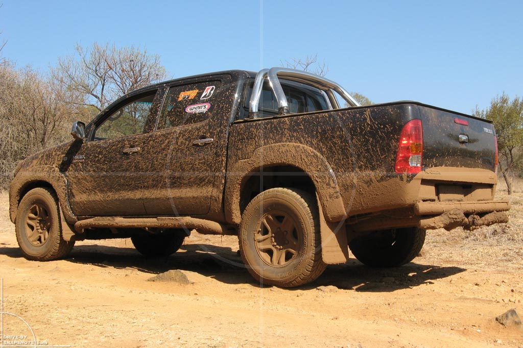 Toyota Hilux Double Cab 4x4 06