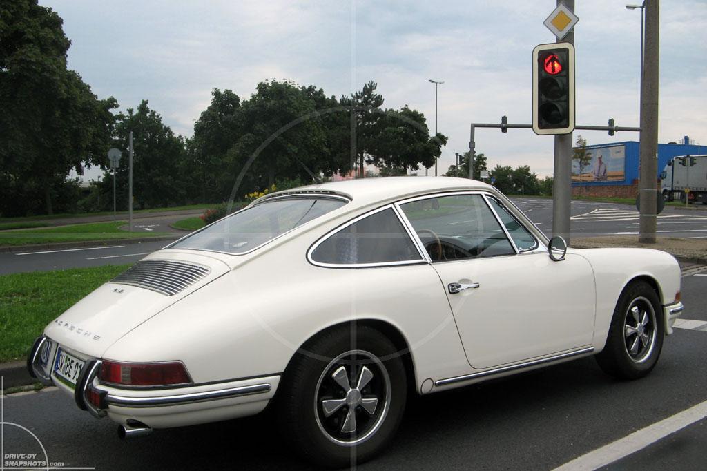 Porsche 911 | Drive-by Snapshot by Sebastian Motsch (2010)