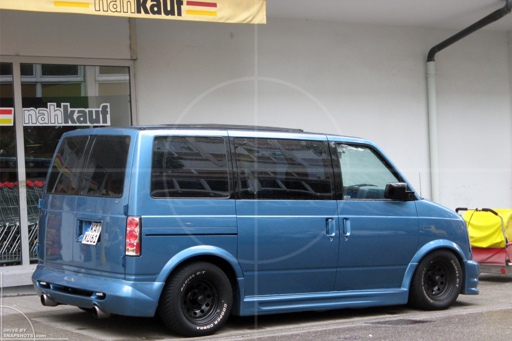 dbs Yellow and Blue Chevrolet Astro Van | Drive-by Snapshots by Sebastian Motsch (2014)