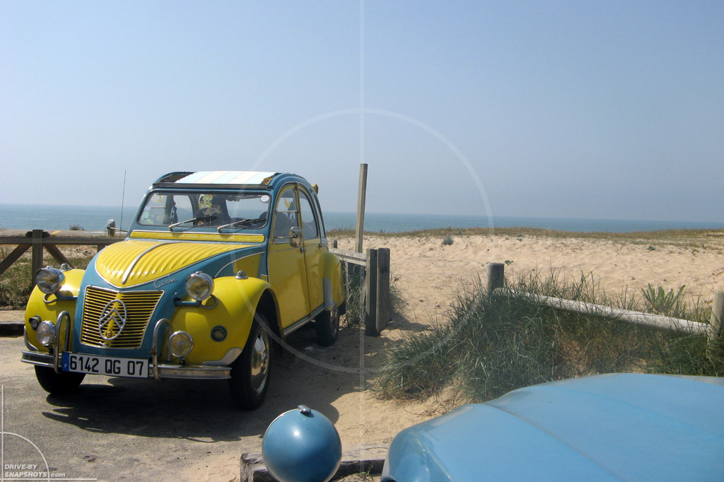 dbs Yellow and Blue Citroen 2CV Lit-et-Mixe | Drive-by Snapshots by Sebastian Motsch (2014)