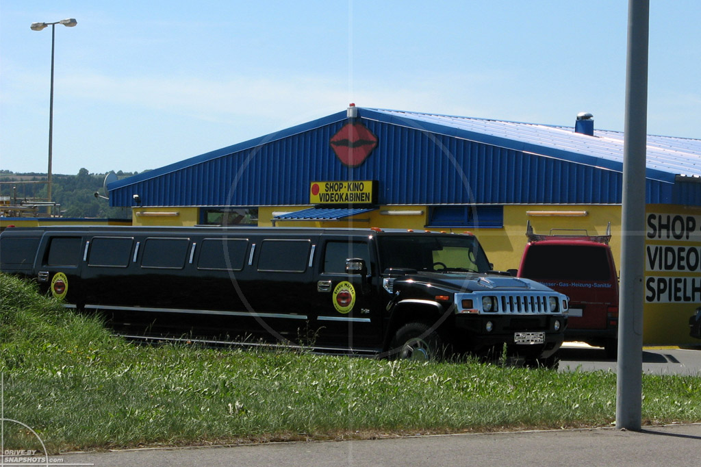 dbs Yellow and Blue Hummer Stretchlimo   Drive-by Snapshots by Sebastian Motsch (2014)