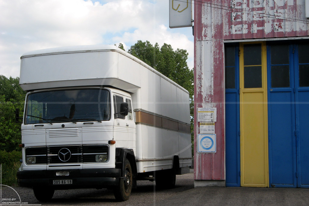 dbs Yellow and Blue Mercedes-Benz Furniture truck | Drive-by Snapshots by Sebastian Motsch (2014)
