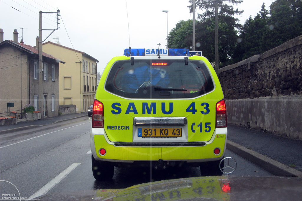 dbs Yellow and Blue Nissan Navara SAMU | Drive-by Snapshots by Sebastian Motsch (2014)