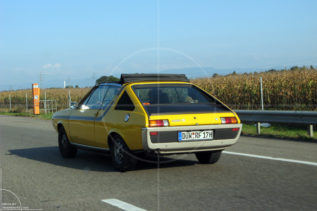 dbs Yellow and Blue Renault 17 | Drive-by Snapshots by Sebastian Motsch (2014)