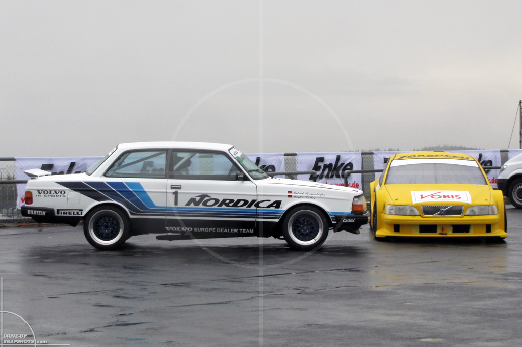 dbs Yellow and Blue Volvo 242 and V8 Star | Drive-by Snapshots by Sebastian Motsch (2104)