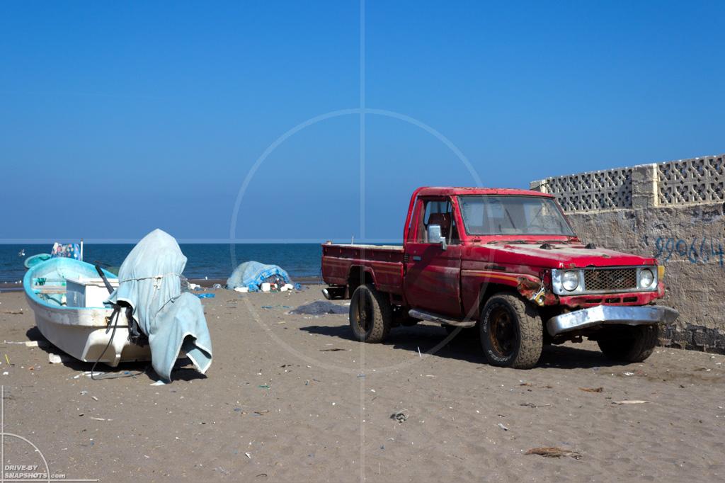 Oman Road Trip | Drive-by Snapshots by Sebastian Motsch (2015)
