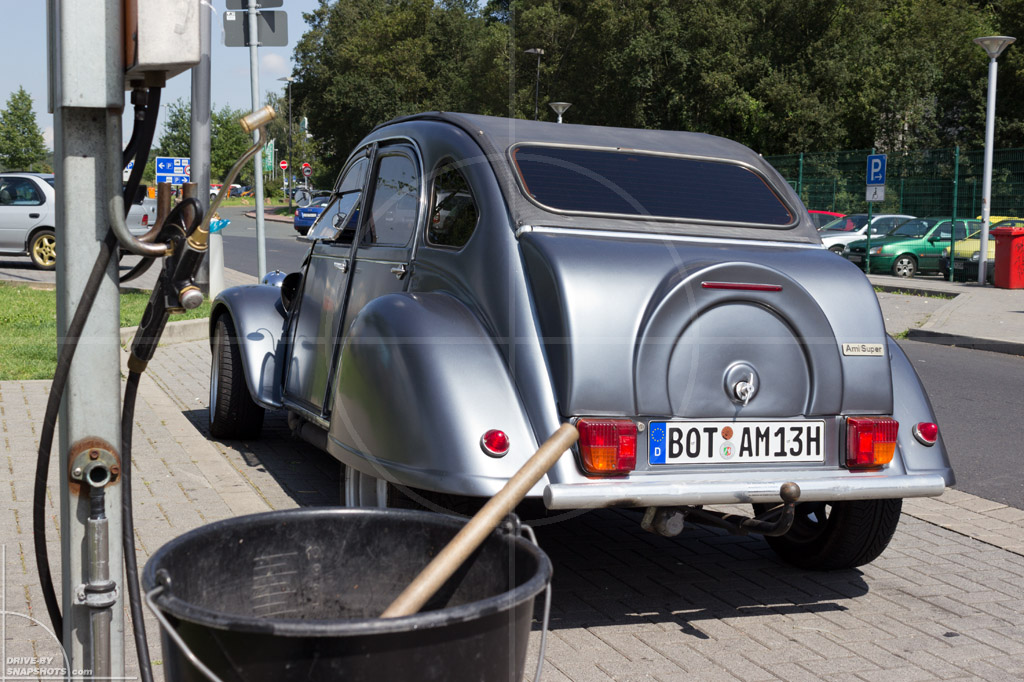 Citroen 2CV Chopped Duck | Drive-by Snapshots by Sebastian Motsch (2014)