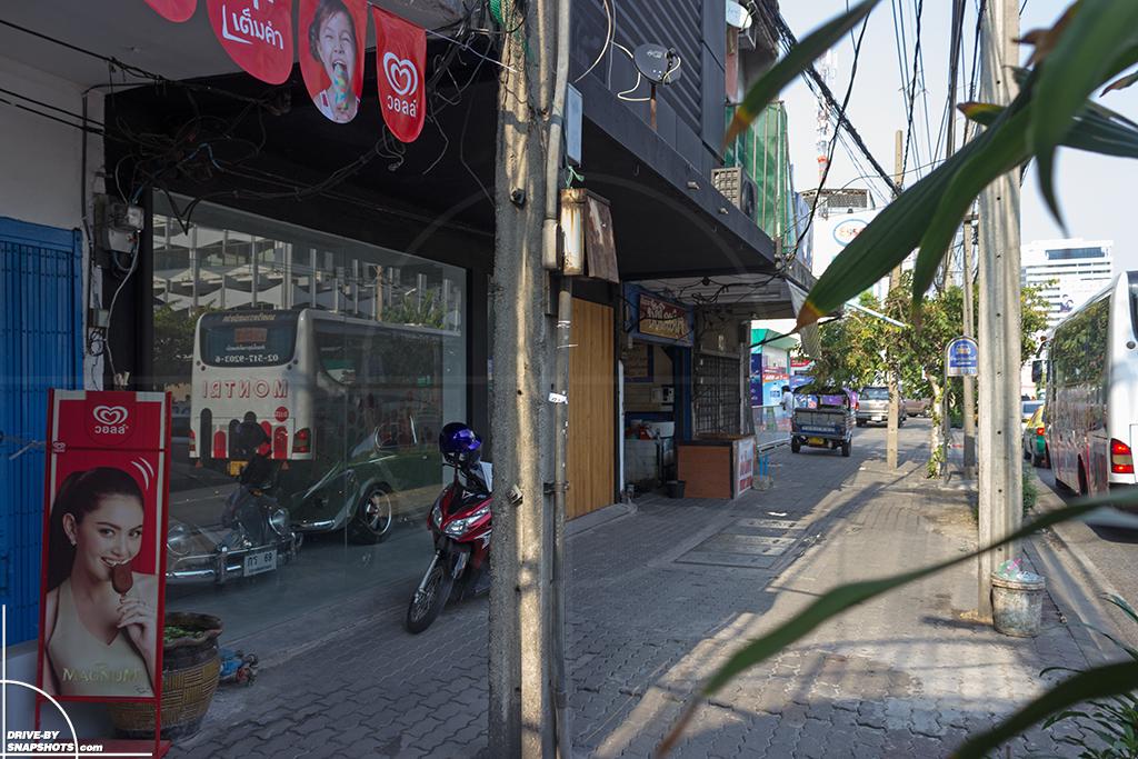 Volkswagen Beetles in Bangkok | Drive-by Snapshots by Sebastian Motsch (2016)