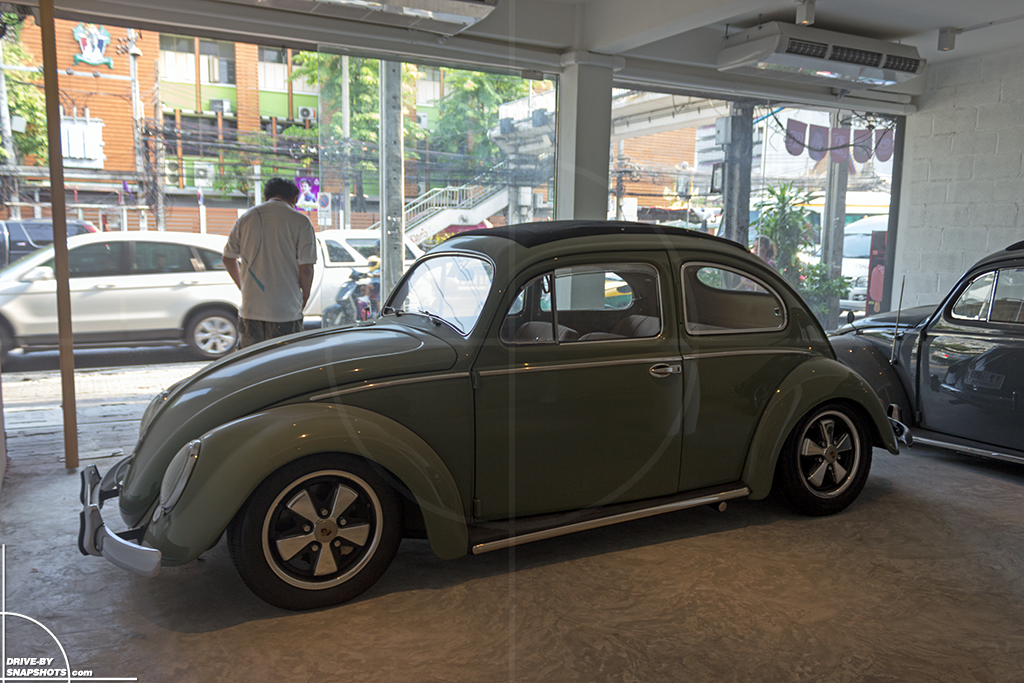 Volkswagen Beetle in Bangkok | Drive-by Snapshots by Sebastian Motsch (2016)
