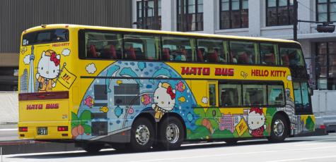 Suzuki Swift Sport and Hello Kitty coach Tokyo Station | Drive-by Snapshots by Sebastian Motsch (2017)